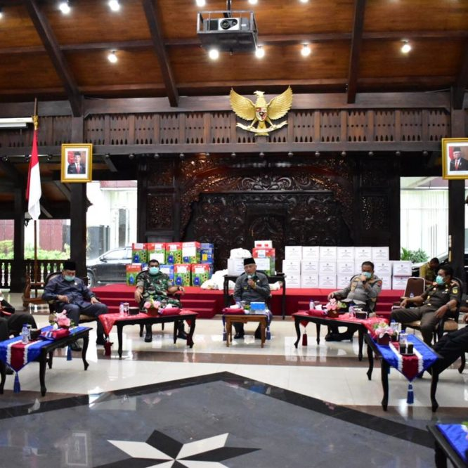 Unisma Malang Sumbang Sembako dan Hensanitezer, Peduli Covid-19
