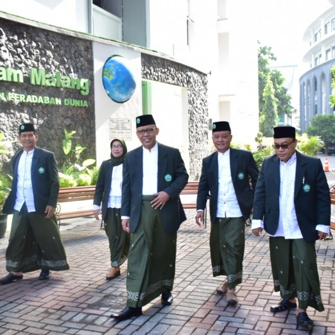 KEEPING THE TRADITIONS OF PESANTREN